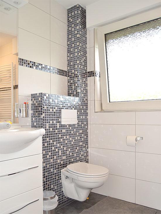 1 von 3 Badezimmern...
