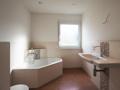 Badezimmer mit großer Badewanne