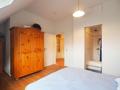 Schlafzimmer im 2. DG mit En-Suite-Bad