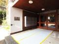Eingangsbereich mit Klingelschildern