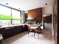 große Küche mit Nebenküche und Personalzugang