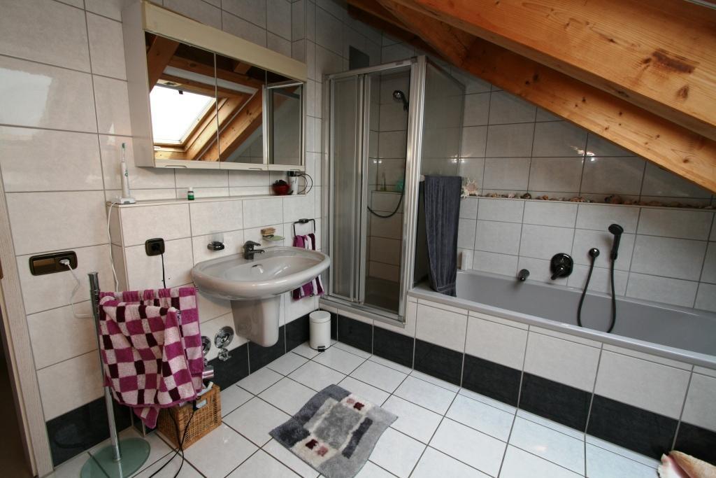 Waschbecken - Dusche - Badewan