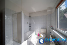 Obergeschoss Badezimmer Badewanne