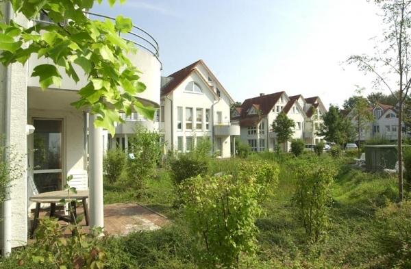 Wunderburgpark Teich Sommer 800x600