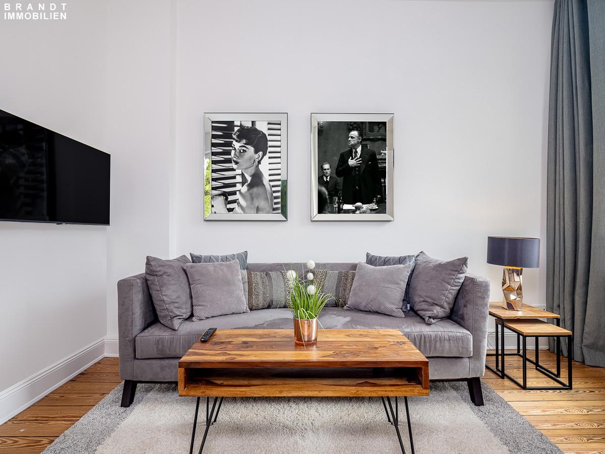 Sofa vor Wand