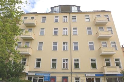Karolinenstraße Hausansicht.png