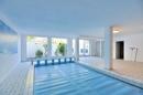 hauseigener Wellnessbereich mit Schwimmbad