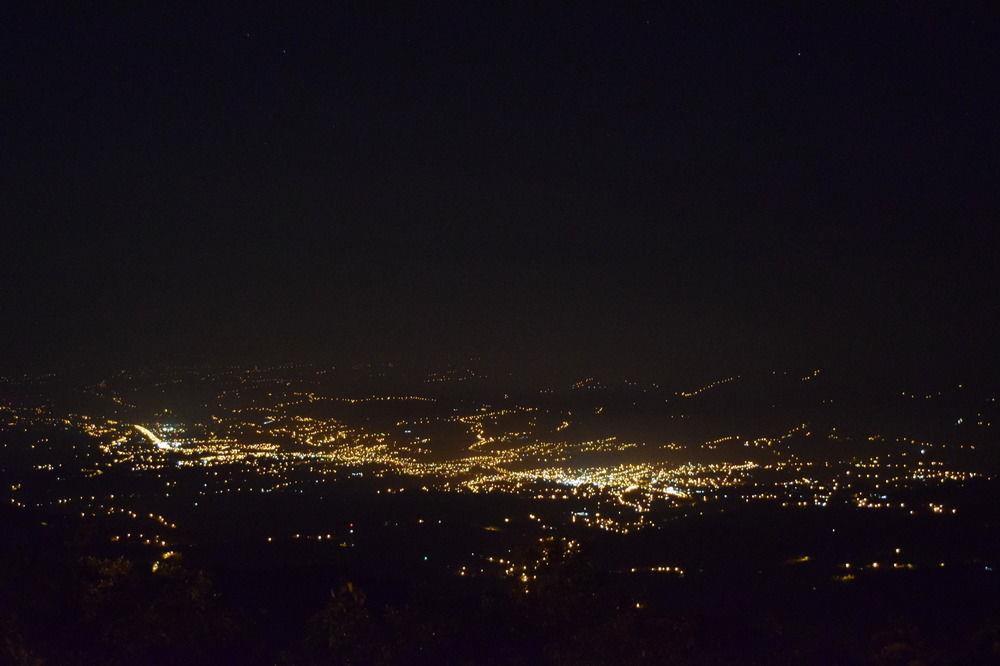 Blick auf San Isidro - nachts
