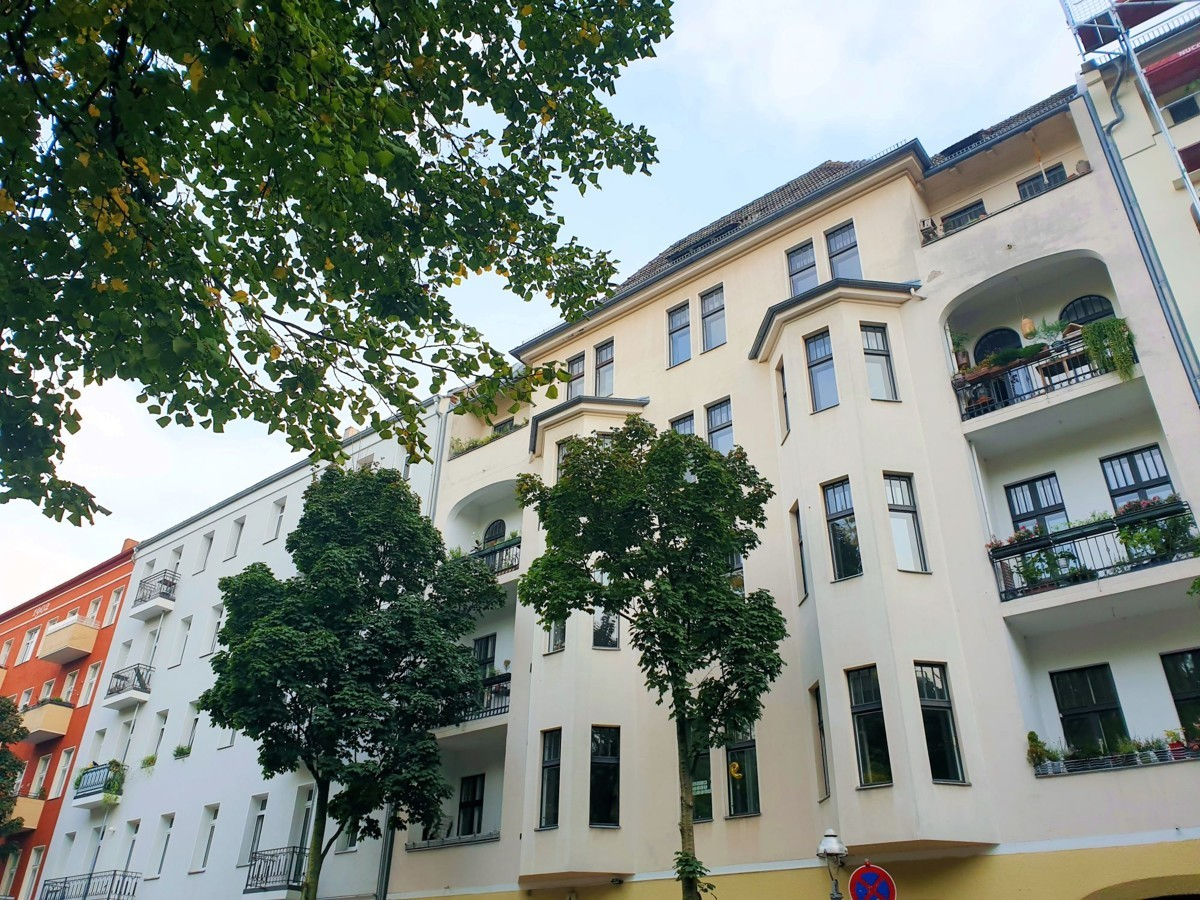 Freshly Renovated 2 Room Apartment in Charming Altbau