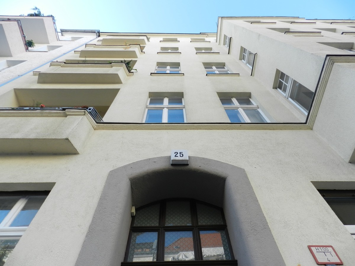 Vacant 2 Room Apartment Close to Schloss and River Spree