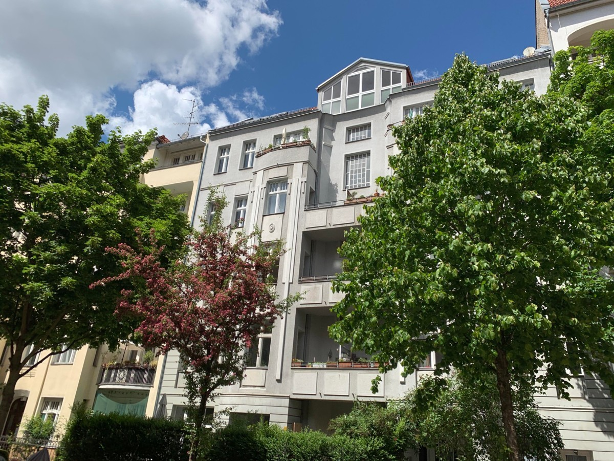 Large Spacious Well Maintained 1 Bedroom Apartment Near River Spree