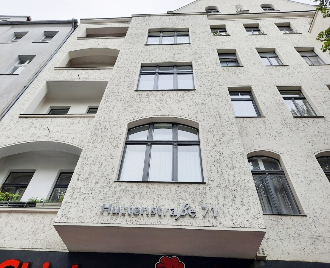 2 Room Apartment in Great Central Location