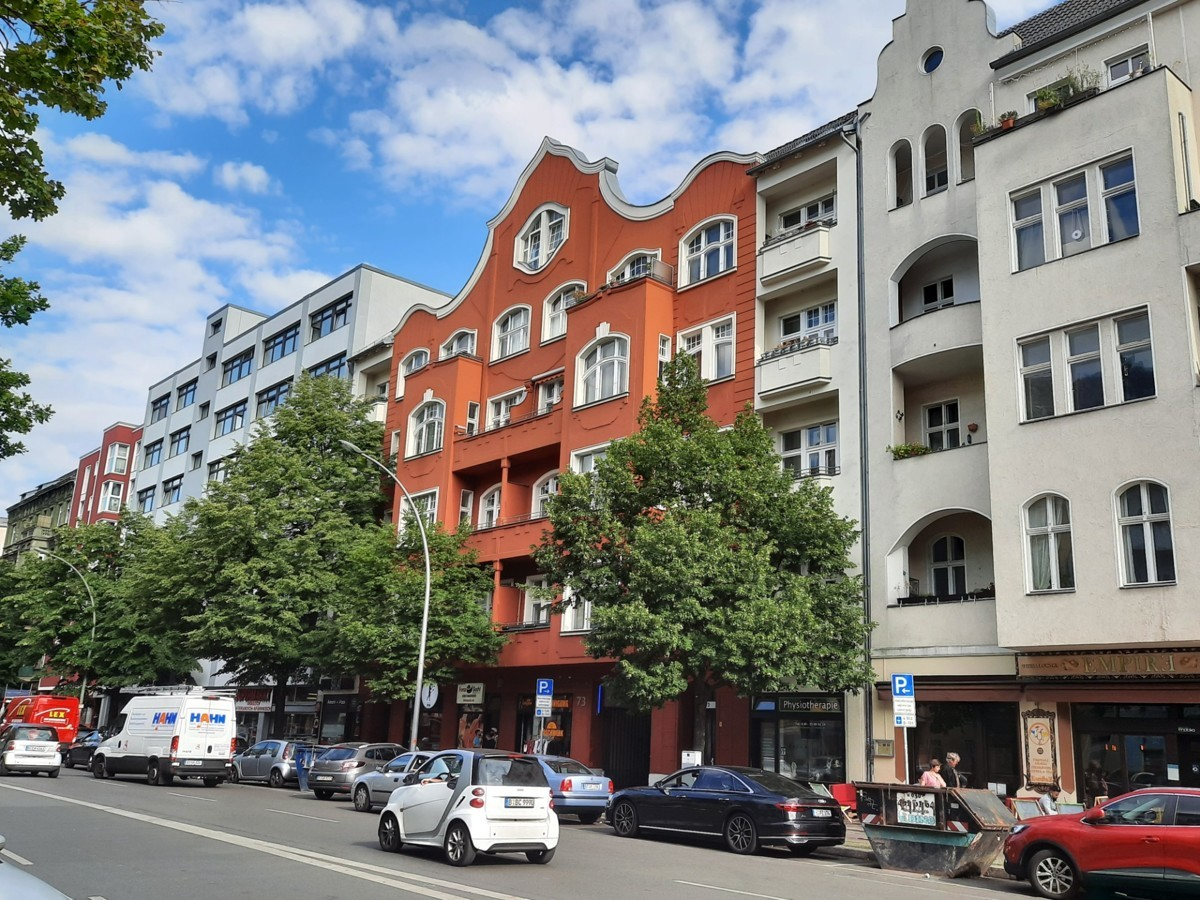 Beautiful 2 room apartment near the Spree as an investment