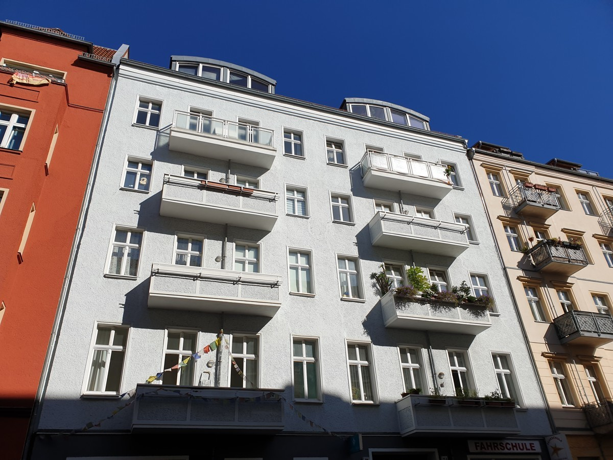 Spacious Bright 4 Room Apartment Close to Boxhagener Platz for Capital investment.