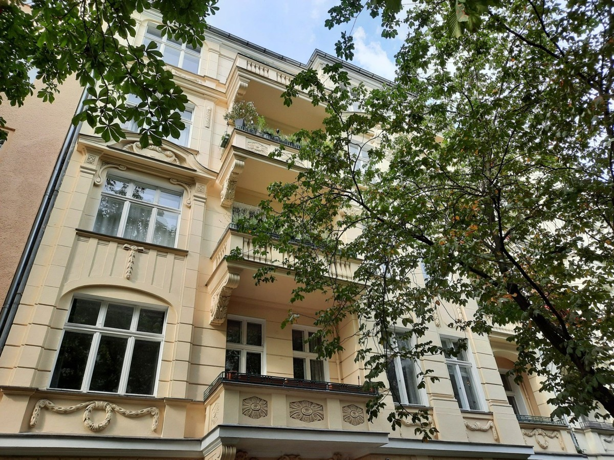 Well Maintained 2 Bedroom Apartment in Top Location