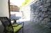 Terrasse hinter dem Wohnhaus