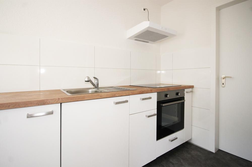 Küche mit Abstellkammer