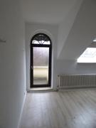 Wohnbereich und Zugang Balkon DG
