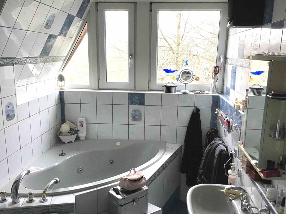 Tageslichtbad mit Wanne & Dusche