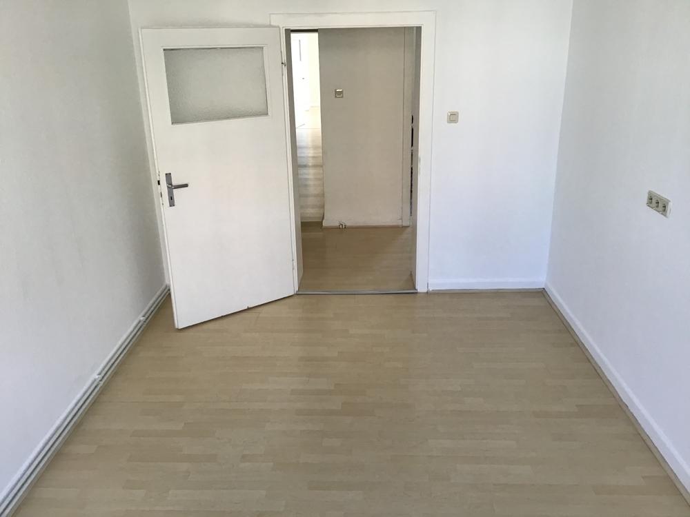 Zimmer 2 zur Straße