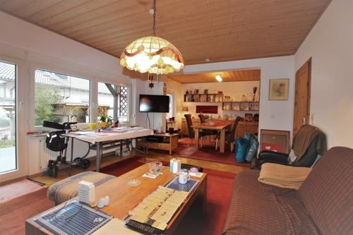 Wohn-und Essbereich mit Ausgnag zur Terrasse