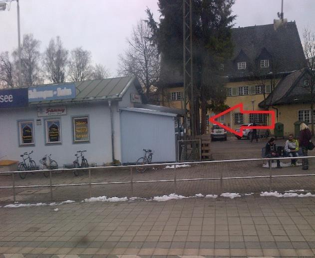 Blick vom Bahnsteig auf Mietfl.jpg