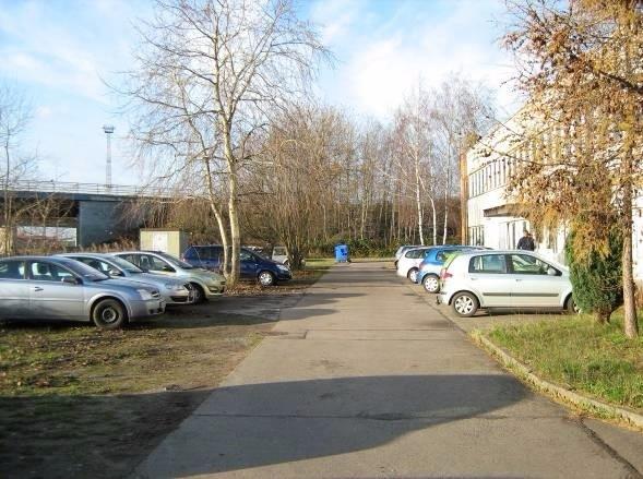 Bild 3 Stellplätze Gebäudesüdseite