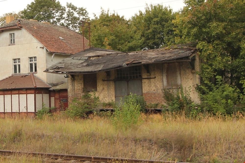 19-Bhf Schönermark, Güterschuppen mit Verbinder, Gleisseite