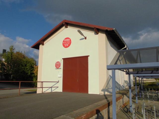 Güterhalle mit Rampe