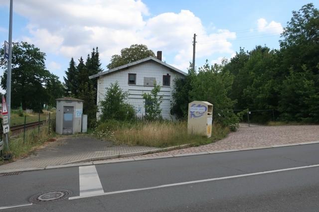 Frankenberg Lagergebäude am BÜ