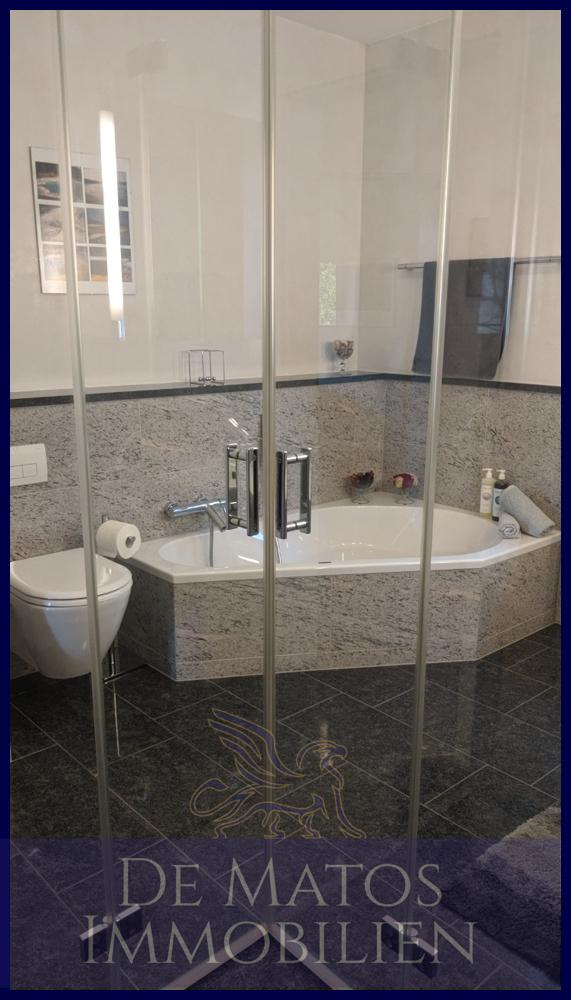 Dusche und Bad