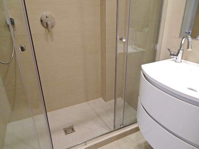 Bad 1 mit Dusche DG 1