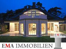 Villa in Falkensee in der Abenddämmerung