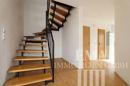 Flur mit Treppe ins Dachgeschoss