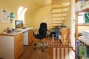 Bürozimmer mit Zugang zum Spitzboden