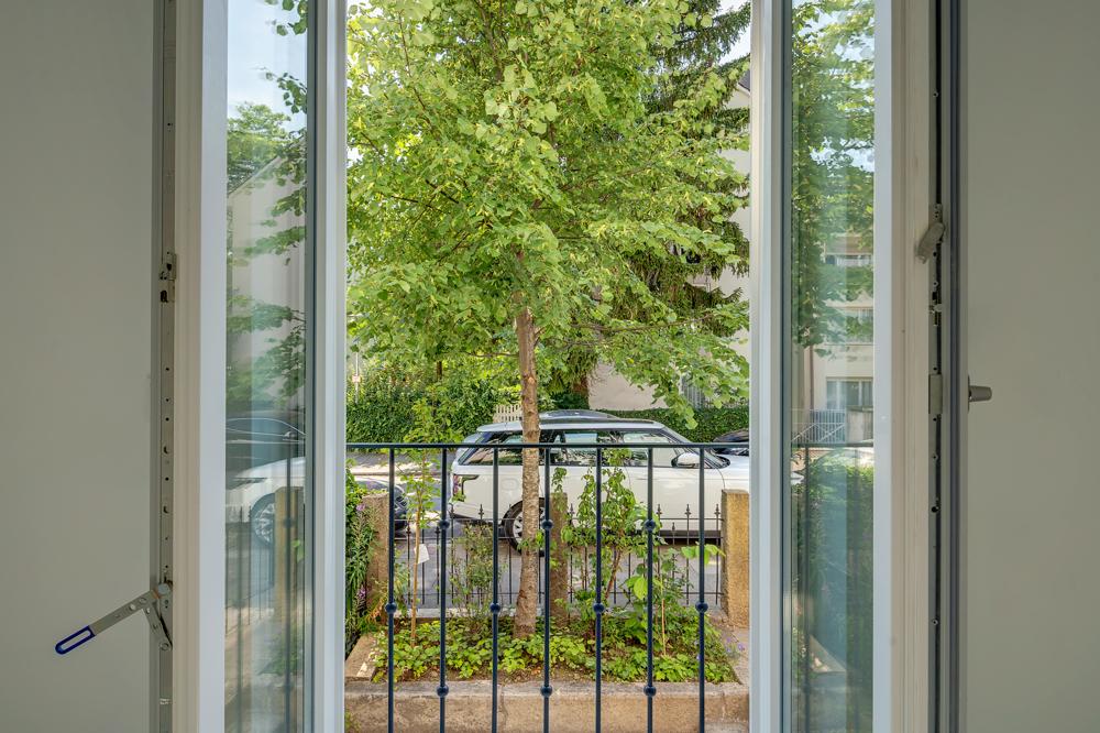 Blick aus Fenster Wohnzimmer