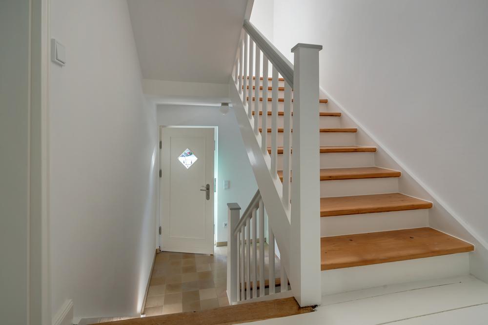 Treppenhaus mit Eingang