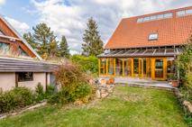 DHH mit Vorgarten und Wintergarten