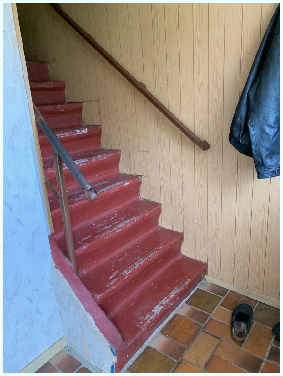 0634 alte Treppe massiv