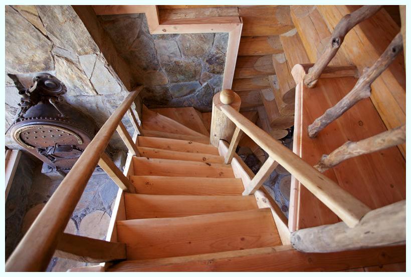 0648 Treppe zur Galerie
