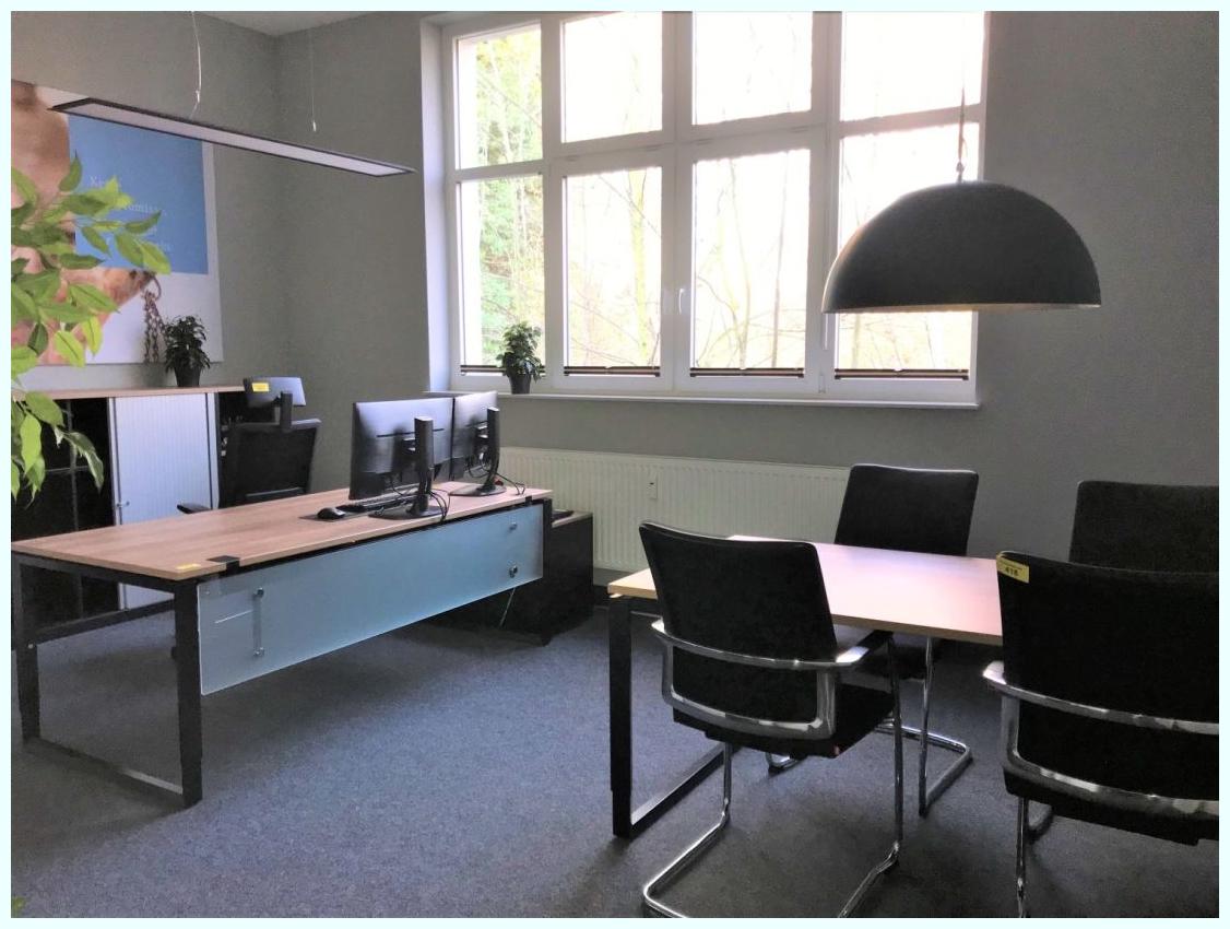 Büro mit Kommunikationsecke.png
