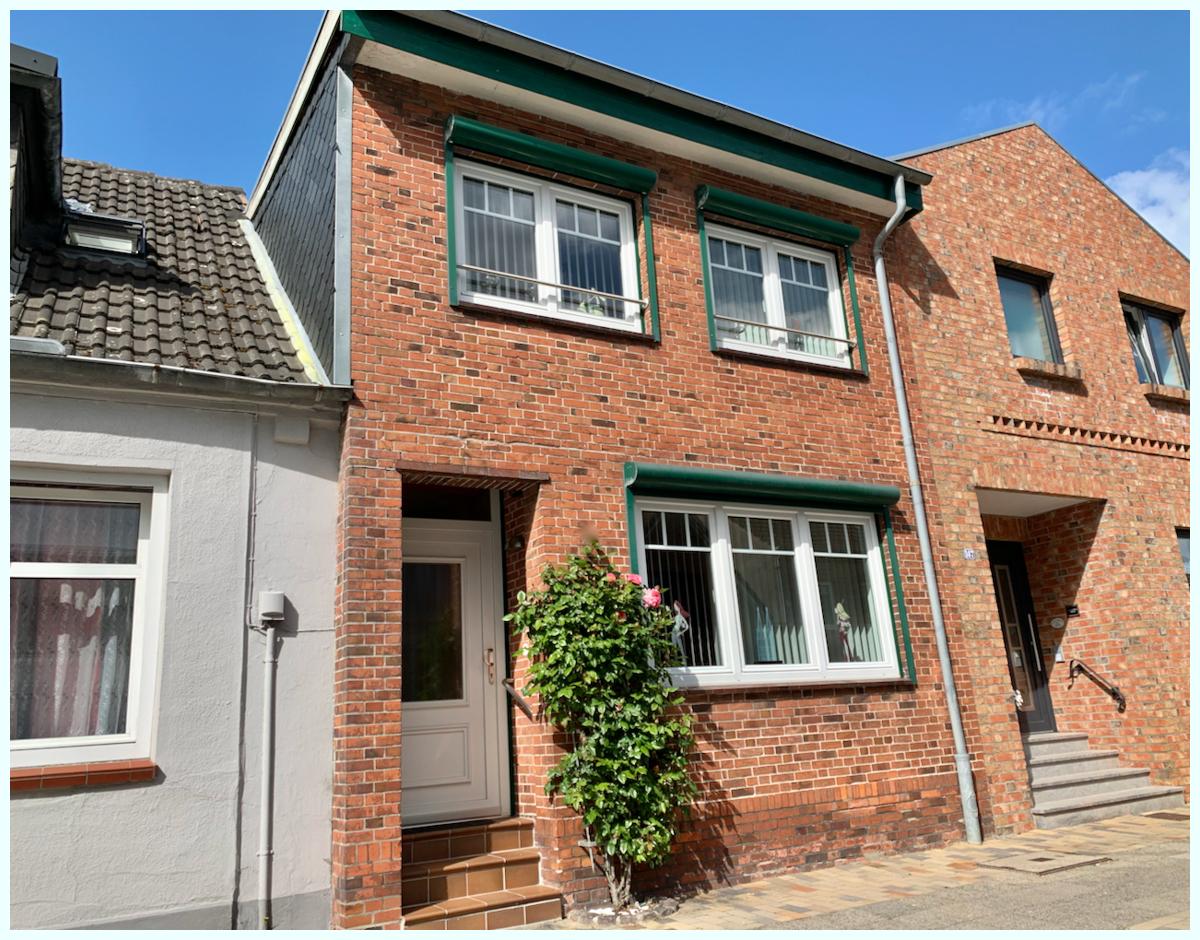 0676 Hausfront Strasse