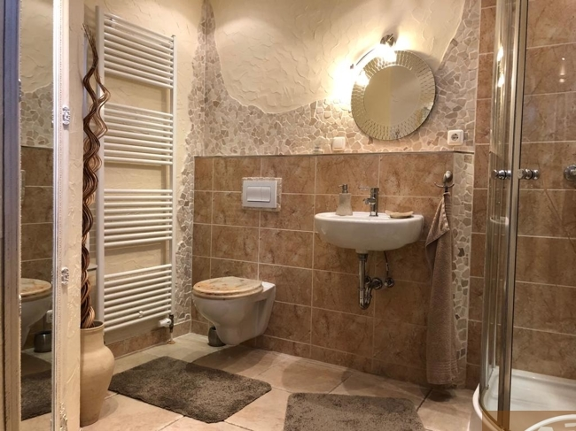 14 Badezimmer mit Dusche