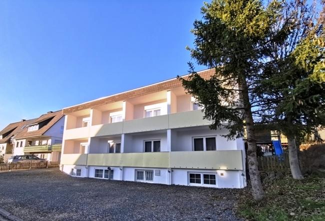 Hinten - Zimmer & extra parking