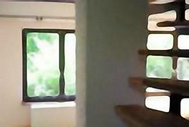 Wohnzimmer mit offener Treppe