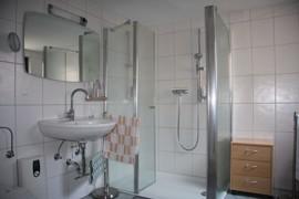 Bad mit Dusche im EG