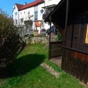 Garten mit Hütte