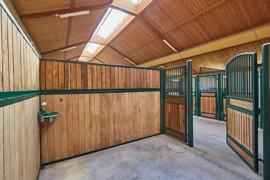 Großer Stall Box