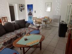 Wohnraum mit Essplatz (UG)