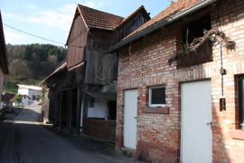 Nebengebäude plus Scheune